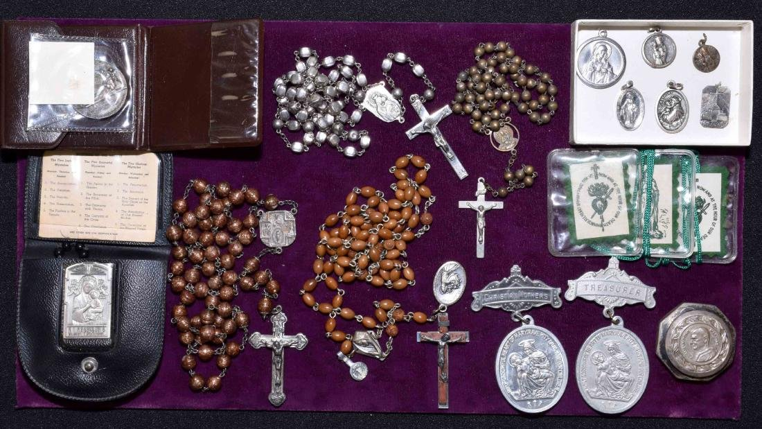 ASSORTED RELIGIOUS LOT - Includes Rosaries and pendants