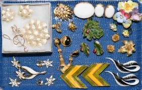 9pcs ASSORTED COSTUME JEWELRY - Includes pin and