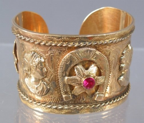 2595: 14K CUFF BRACELET. The bracelet is accented with