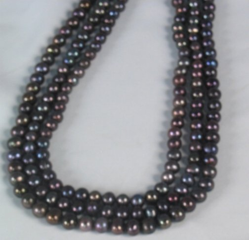 2600: BLACK PEARL NECKLACE. The necklace is freshwater
