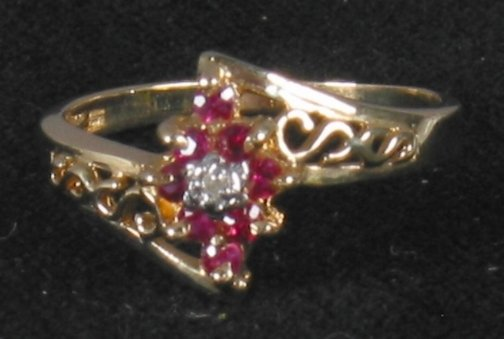 3075: RUBY & DIAMOND RING. The ring has rubies accented