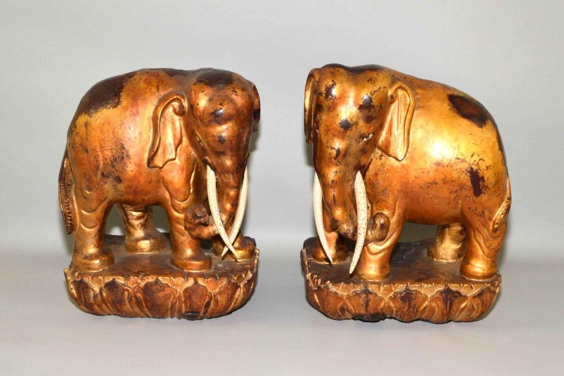 CHINESE QIANLONG PERIOD GILT CARVED WOOD LACQUERED
