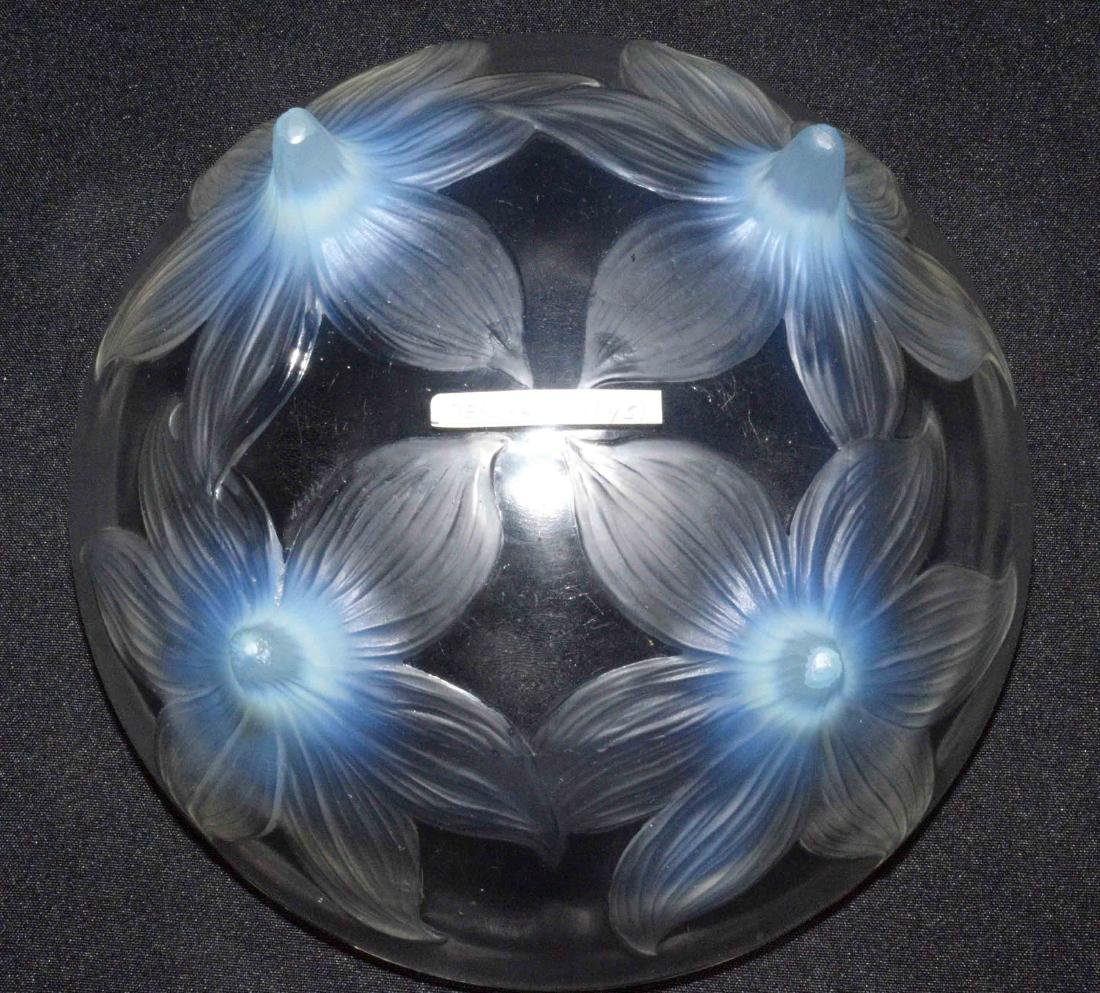 R. LALIQUE, PRE-1945, CLEAR GLASS BODY supported by - 4