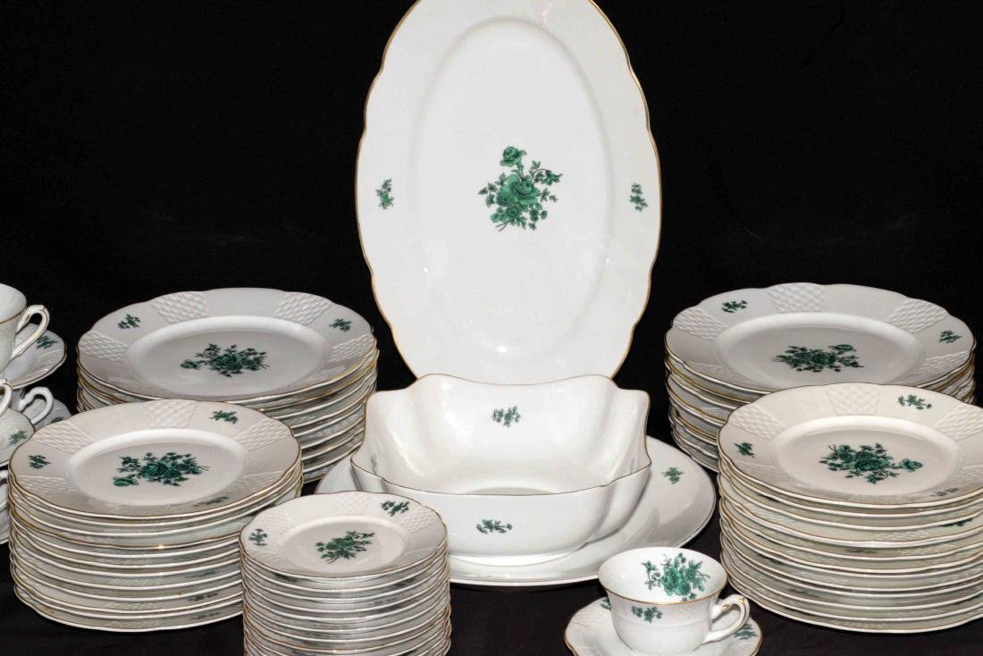 VISTA ALEGRE GREEN AND WHITE TABLE SERVICE, Portugal, - 3
