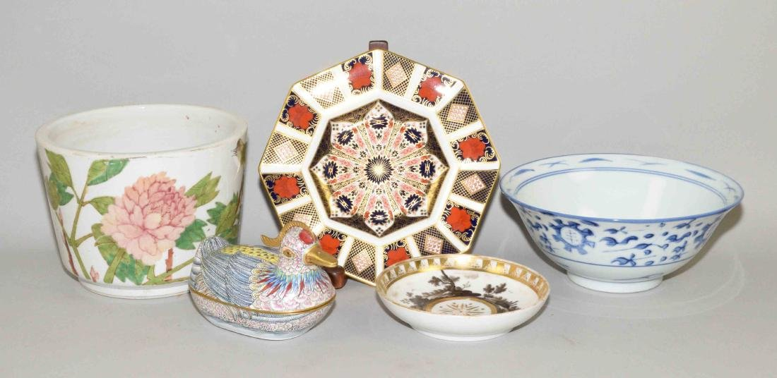 (5) CHINESE PORCELAIN OR ENAMEL OBJECTS. (1) planter,