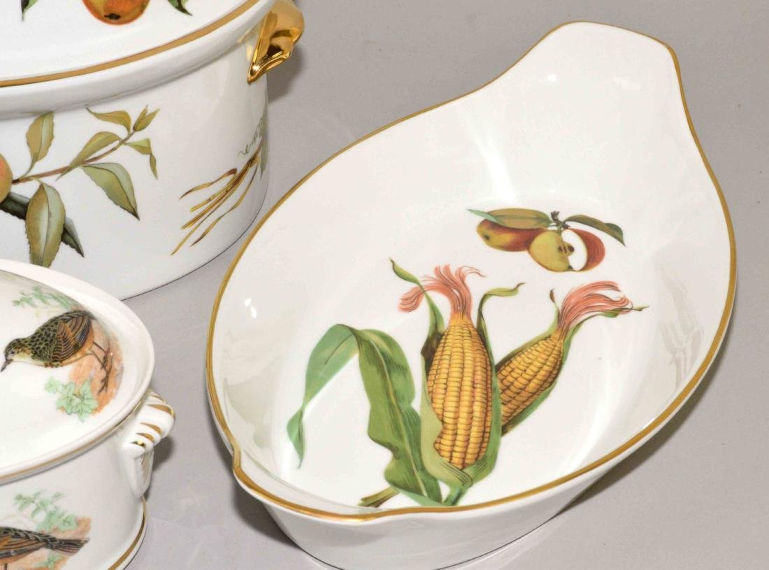 (5 PC) GROUP OF PORCELAIN 'LE FAUNE' AND 'EVESHAM' - 3
