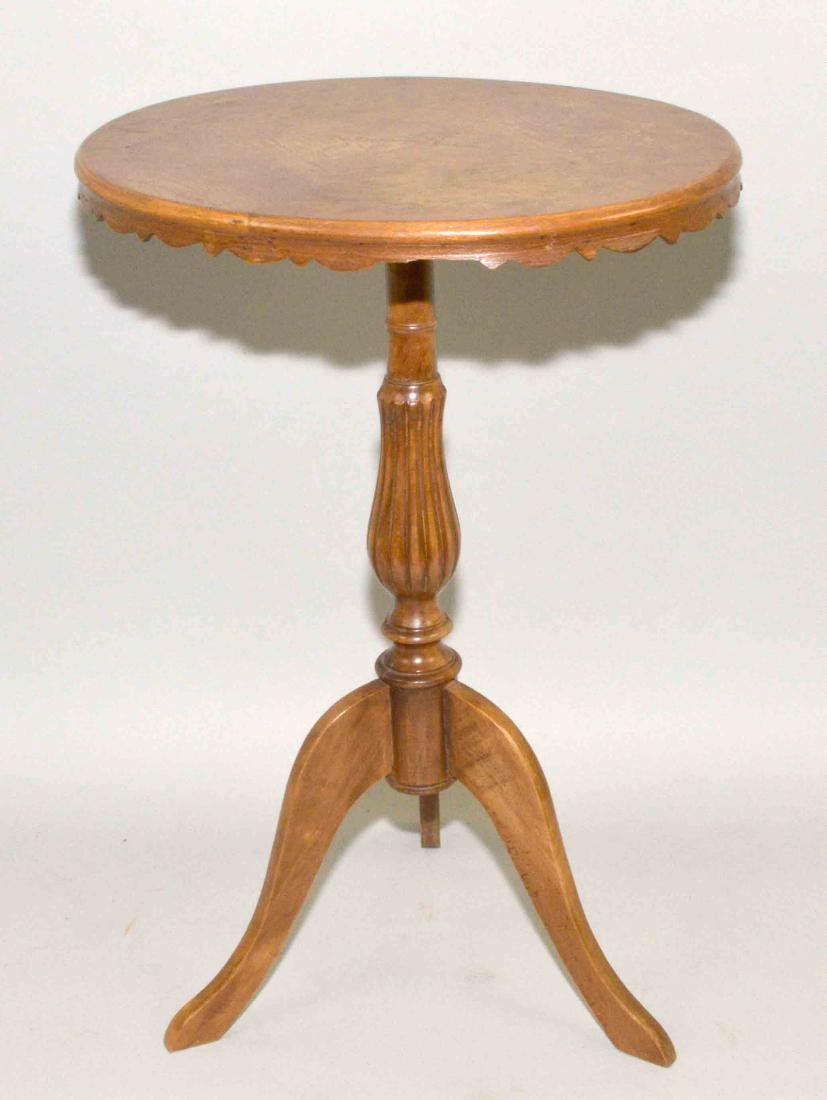 SMALL OVAL CHILDREN'S END TABLE with pedestal on three