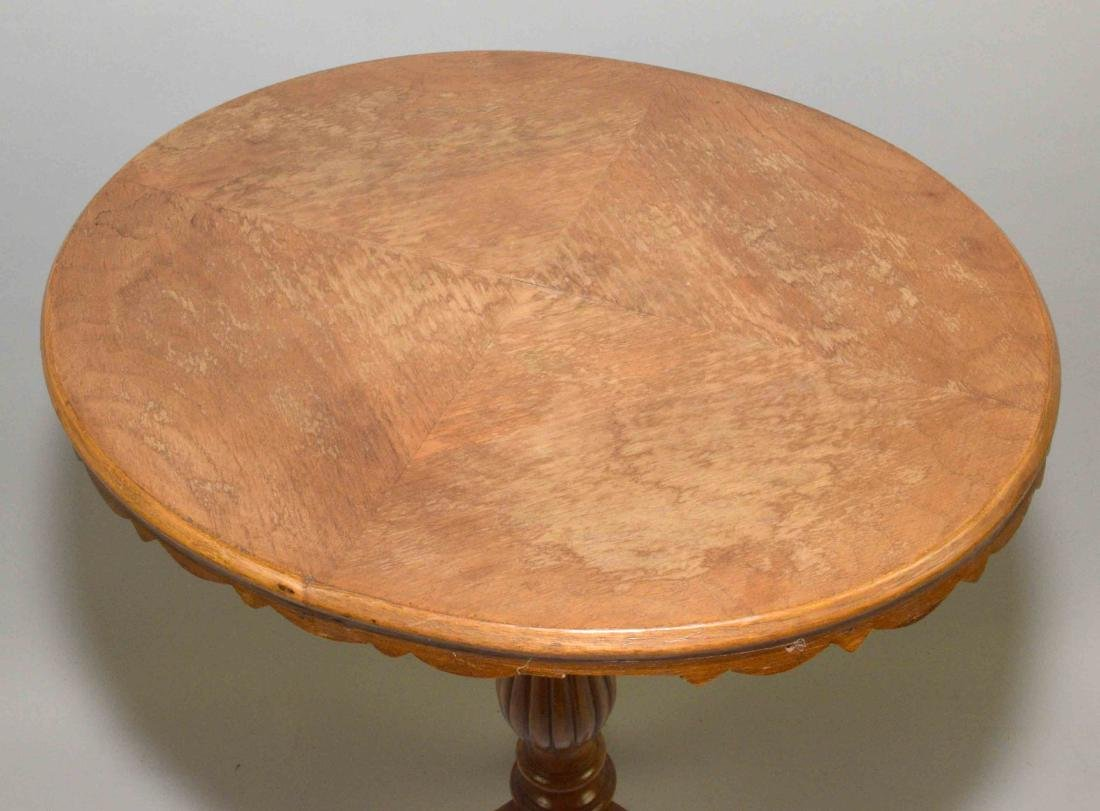 SMALL OVAL CHILDREN'S END TABLE with pedestal on three - 3