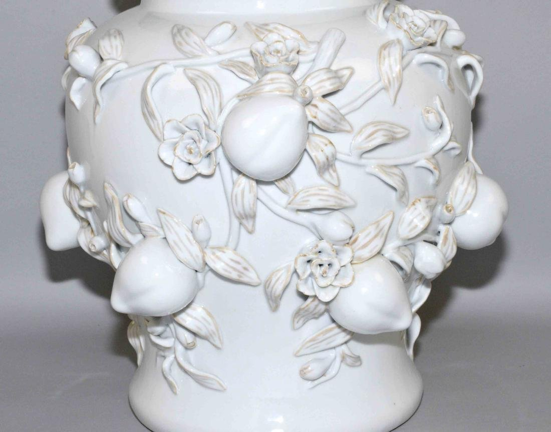 WHITE CHINESE PORCELAIN DECORATIVE LIDDED URN with - 4