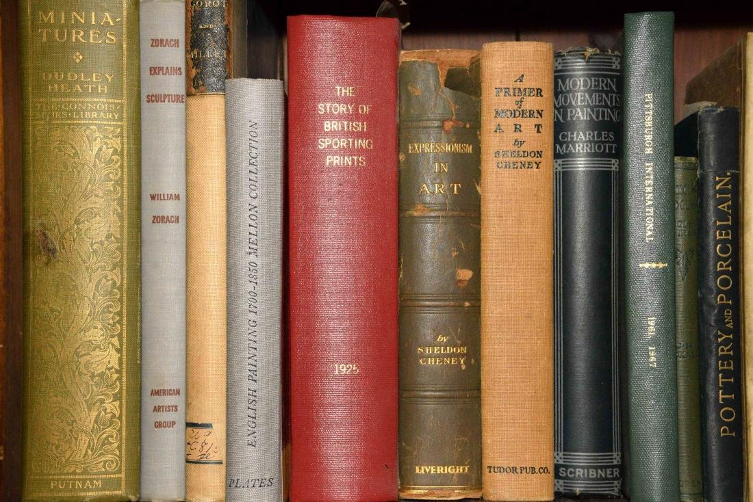 A LARGE COLLECTION OF ART AND ANTIQUE BOOKS. - 2