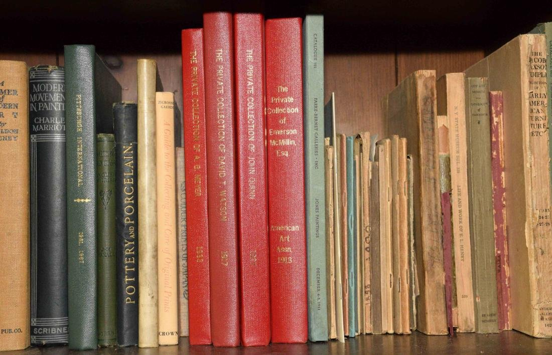 A LARGE COLLECTION OF ART AND ANTIQUE BOOKS. - 3