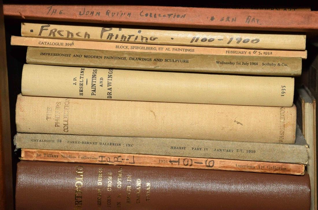 A LARGE COLLECTION OF ART AND ANTIQUE BOOKS. - 4