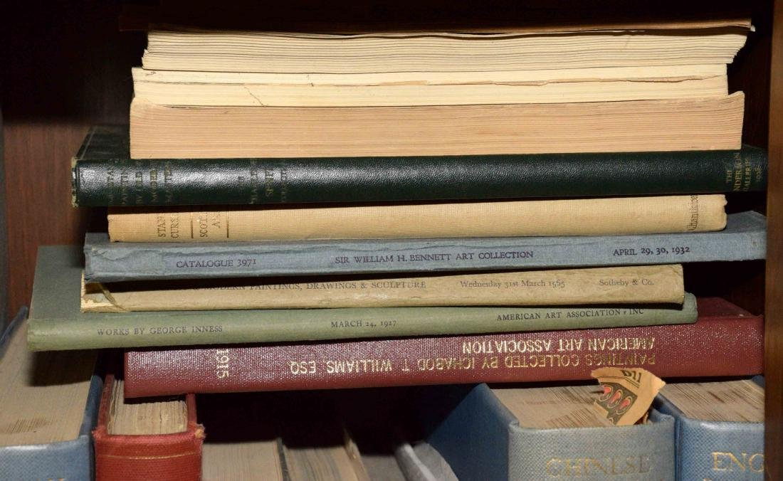 A LARGE COLLECTION OF ART AND ANTIQUE BOOKS. - 5