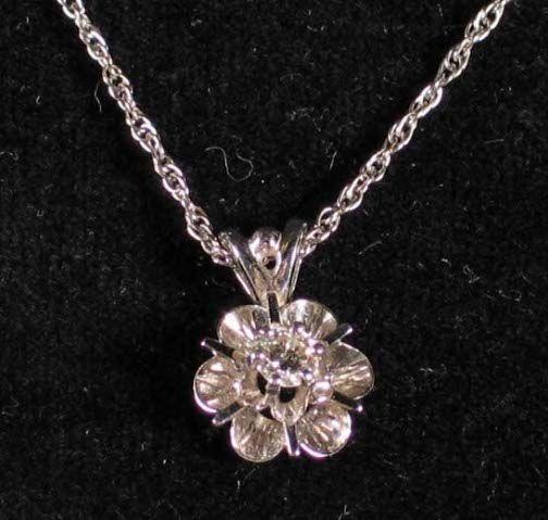 14K DIAMOND NECKLACE. The necklace has a diamond