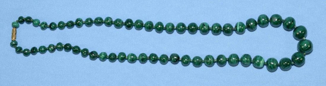 MALACHITE GRADUATED BEAD NECKLACE w/gold tone clasp.