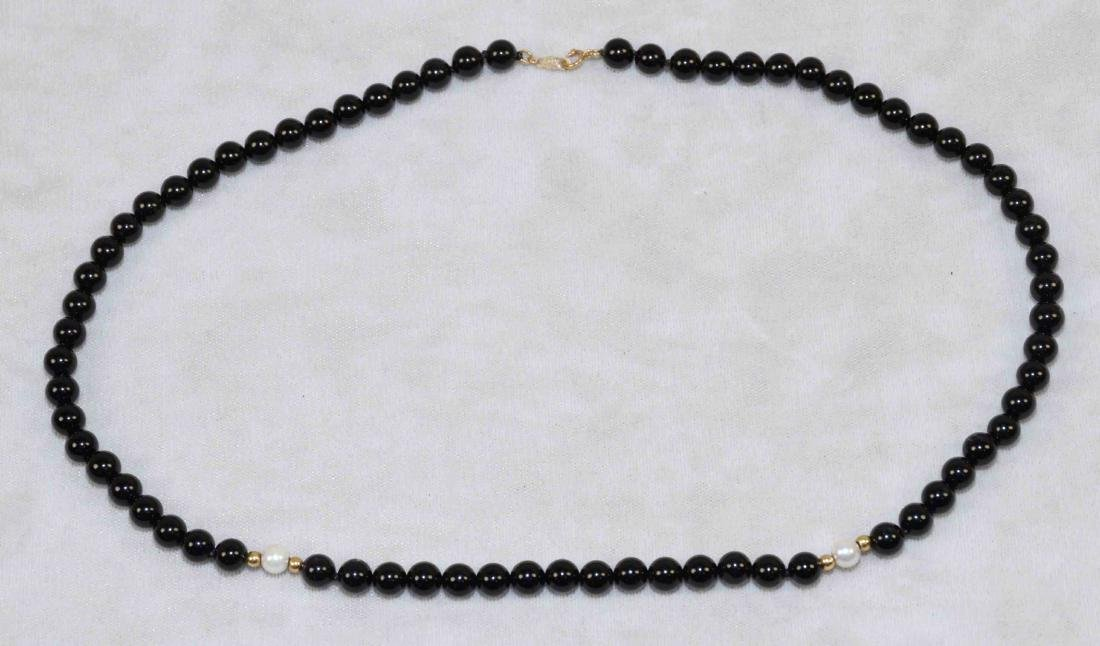14K GOLD, ONYX AND CULTURED PEARL BEADED NECKLACE.