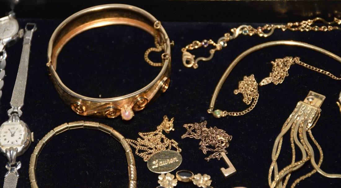 (25+) PCS. ASST. LADIES GOLD FILLED JEWELRY. Includes: - 2