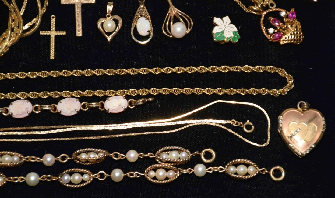 (25+) PCS. ASST. LADIES GOLD FILLED JEWELRY. Includes: - 7