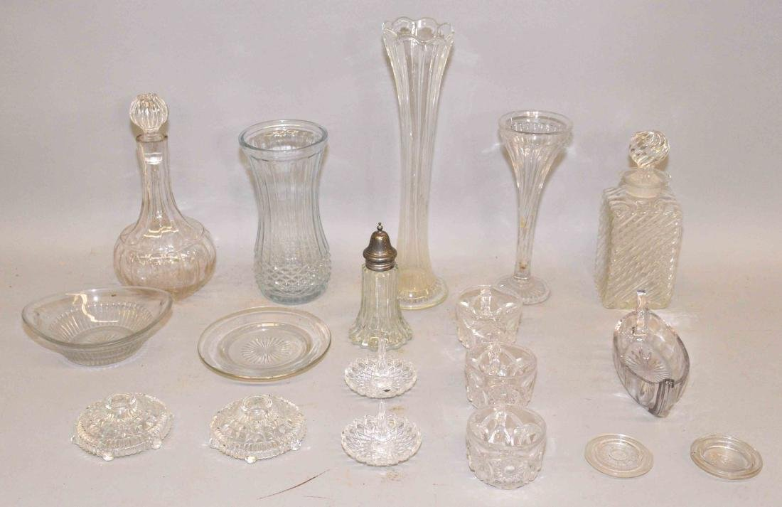 COLLECTION OF GLASS AND CRYSTAL.