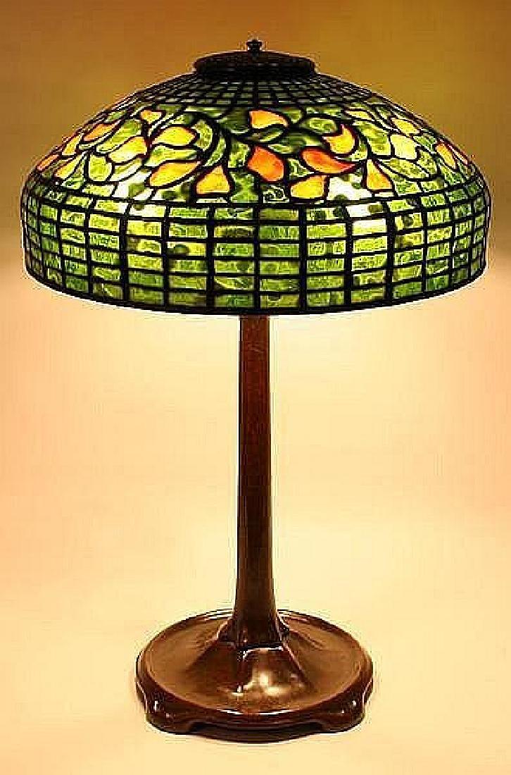 TIFFANY STUDIOS SWIRLING LEAF LEADED GLASS TABLE LAMP -
