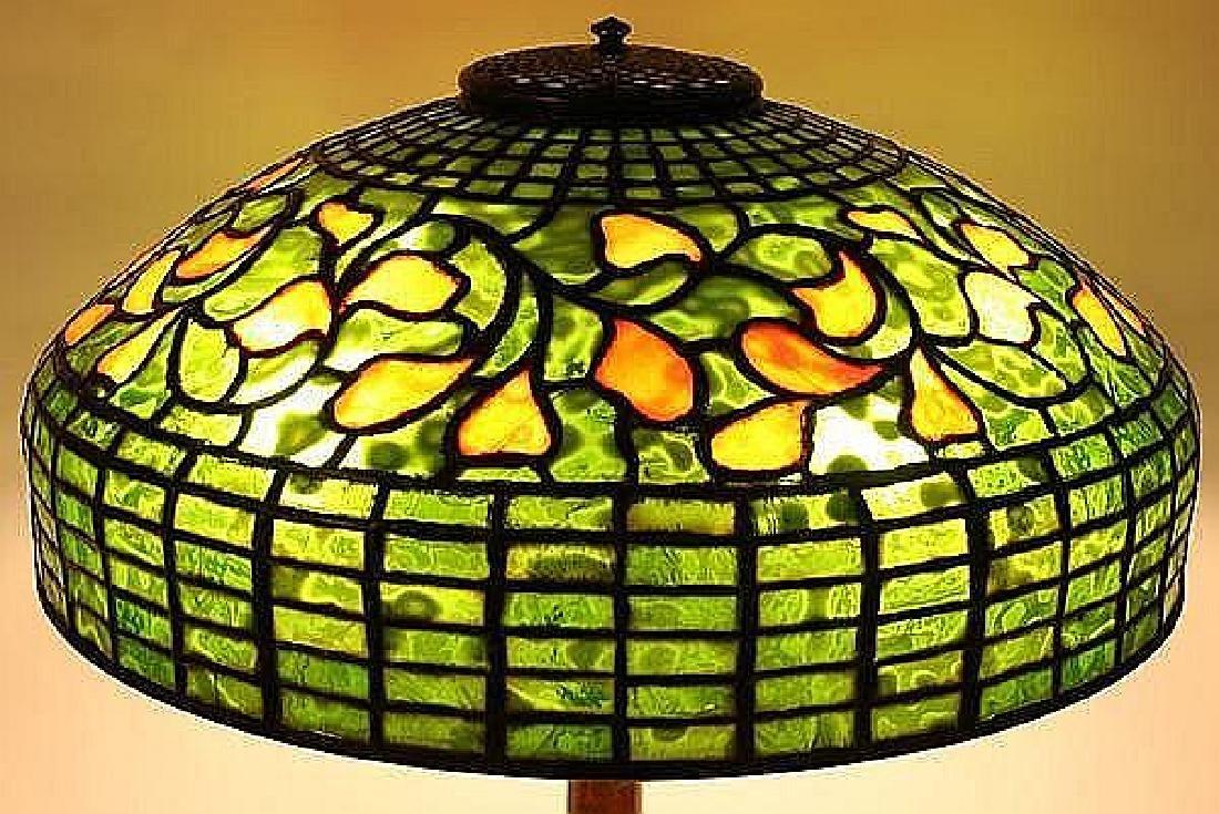 TIFFANY STUDIOS SWIRLING LEAF LEADED GLASS TABLE LAMP - - 2