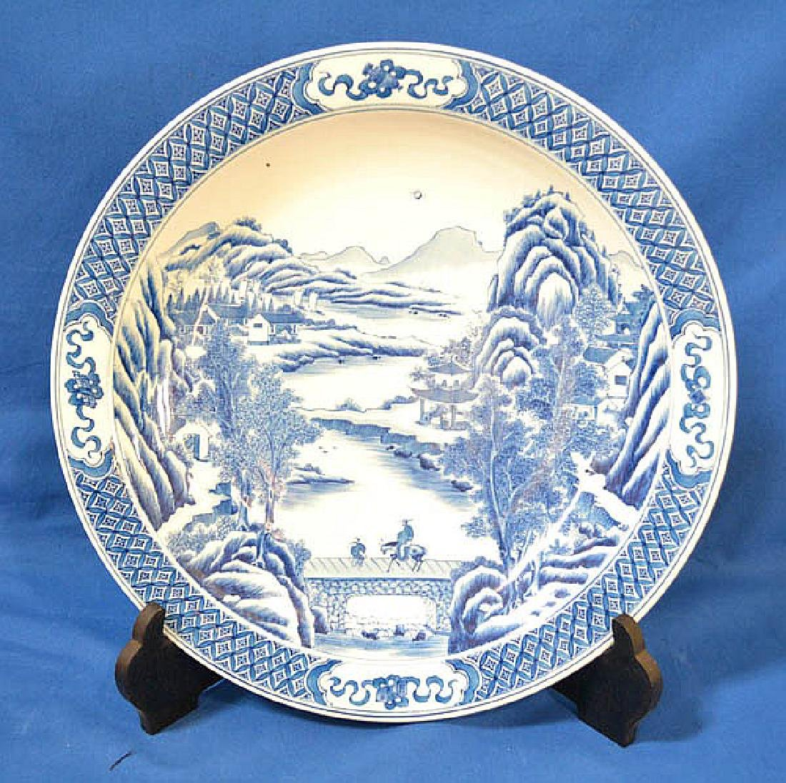 CHINESE BLUE AND WHITE CHARGER - Chinese blue and white
