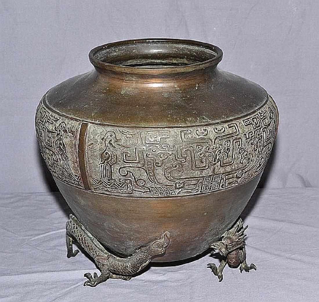 19TH CENTURY BRONZE CHINESE DRAGON VASE - Vase rest on
