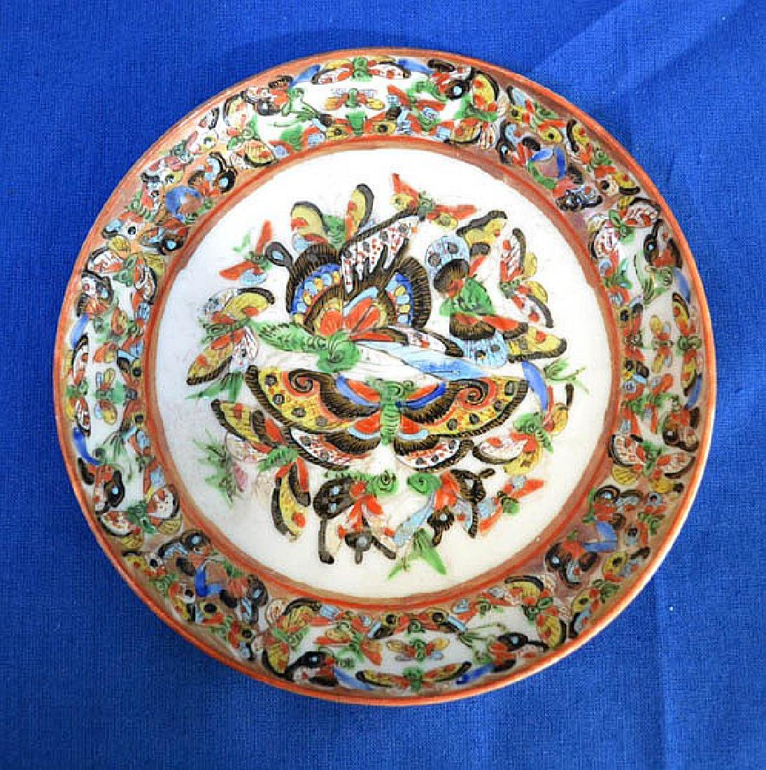 CHINESE EXPORT PLATE  Export plate with butterfly