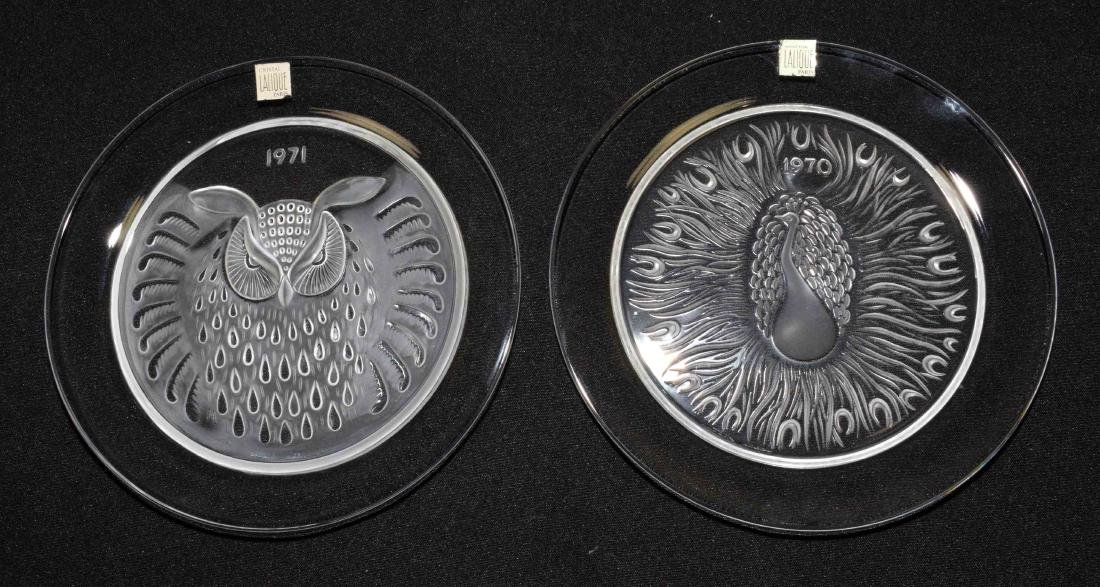 PAIR OF LALIQUE PLATES, dated 1970 and 1971. 8.25'' - 2