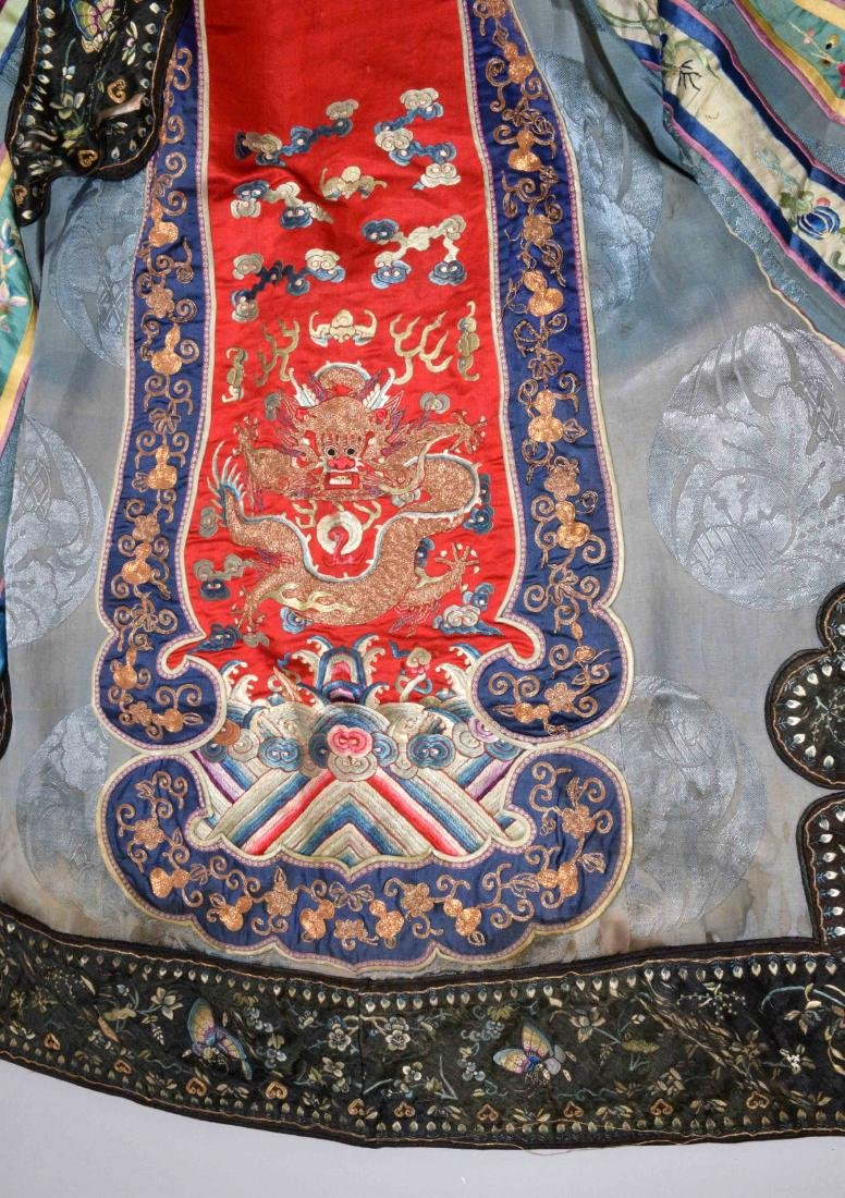 ANTIQUE CHINESE SILK EMBROIDERED KIMONO. - 2
