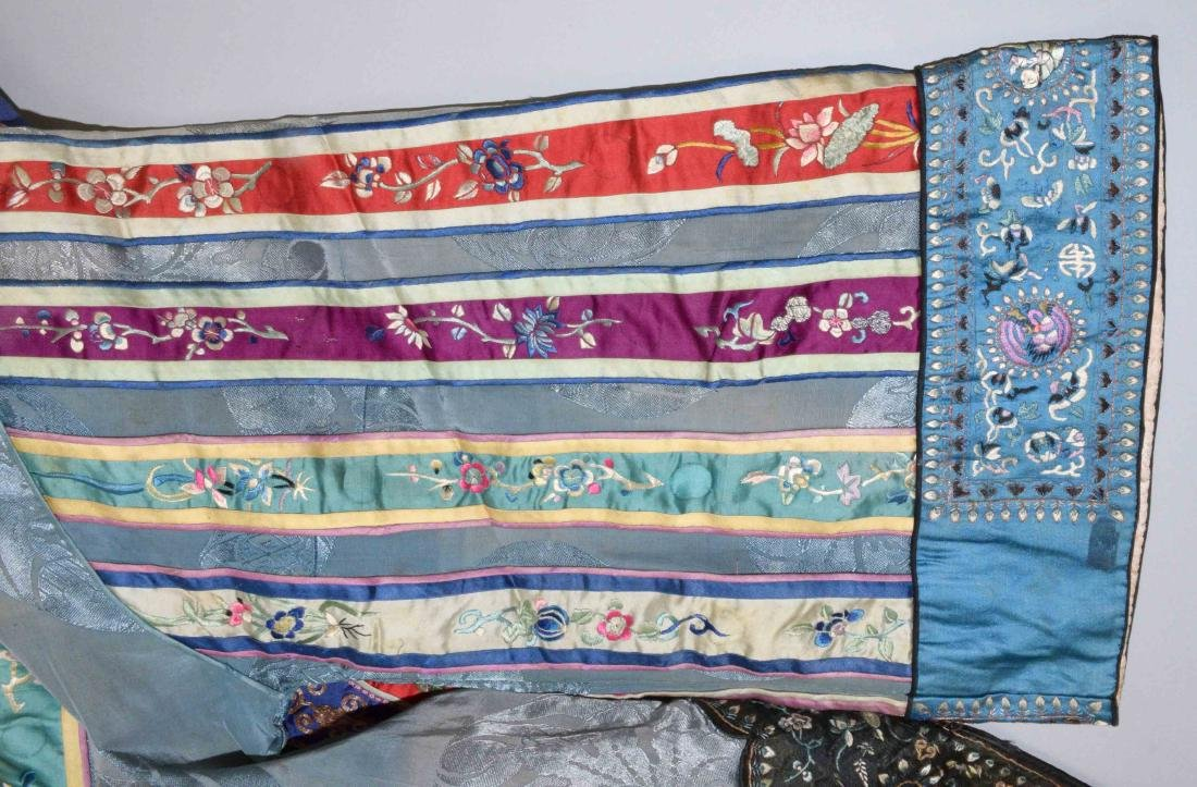 ANTIQUE CHINESE SILK EMBROIDERED KIMONO. - 4