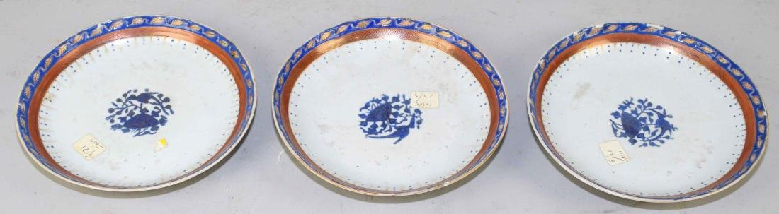 A GROUP OF THREE CHINESE EXPORT PORCELAIN SHALLOW