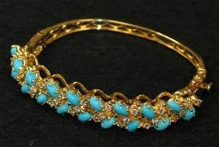 14K TURQUOISE BRACELET. The bangle bracelet has t