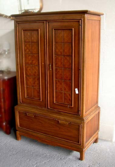 1238: MEN'S TALL DRESSER. N/R. Wood. Thomasvi - 2