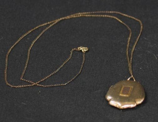 1016: LOCKET WITH CHAIN.