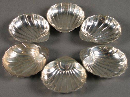 1022: 6 STERLING SHELL DISHES