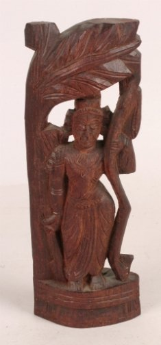 1004: INDIAN WOODEN CARVING