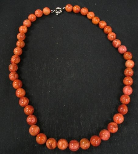 1573: RED CORAL NECKLACE.