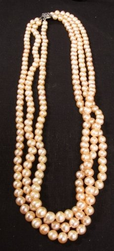 1577: THREE STRAND PEARL NECKLACE