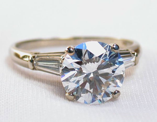 2201: 18K WHITE GOLD & DIAMOND ENGAGEMENT RIN