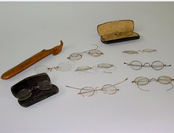 1: LOT EYEGLASSES