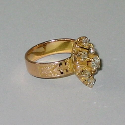 7: 14K GOLD DIAMOND RING N/R.