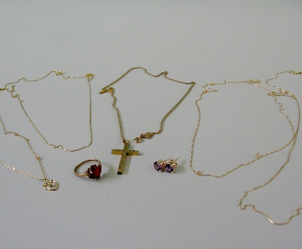 9: ASSORTED GOLD JEWELRY N/R.