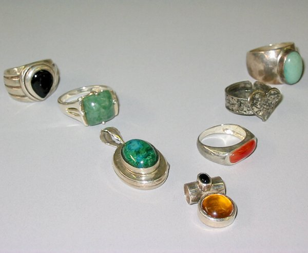 11: ASSORTED RINGS & PENDANTS N/R.