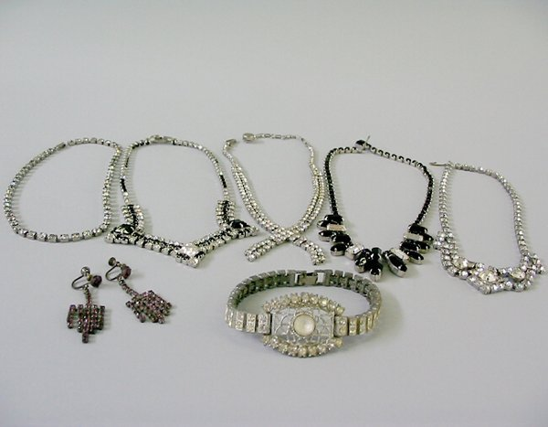 14: ASSORTED RHINESTONE JEWELRY