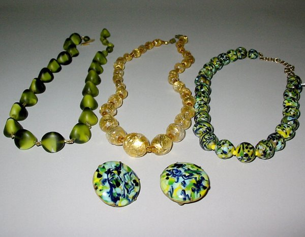 16: VENETIAN GLASS JEWELRY N/R.