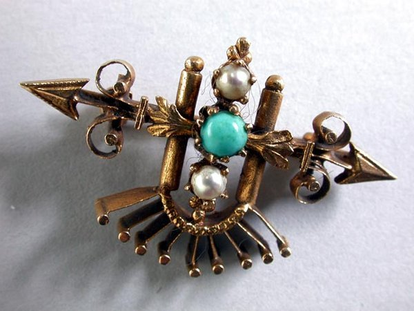 2: 14K VICTORIAN PIN N/R. The pin has a gold