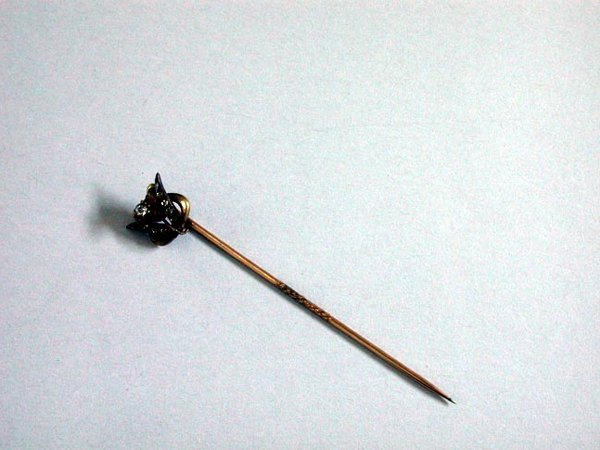 8: VICTORIAN STICK PIN N/R. Gold pin is studd