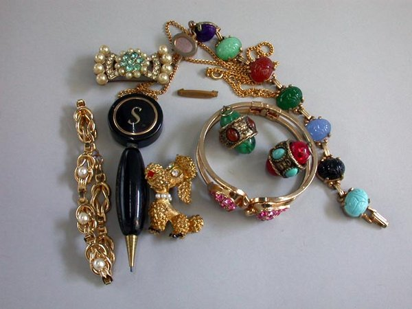 20: ASSORTED COSTUME JEWELRY N/R. Lot include