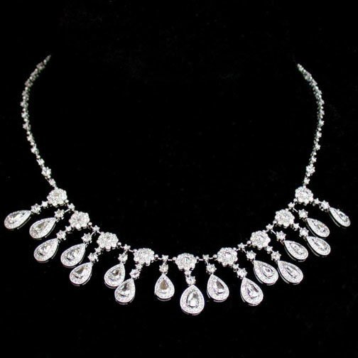 2001: 18K DIAMOND NECKLACE. The white gold ne